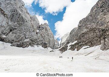 primavera, alpino, valle, nieve cubrió