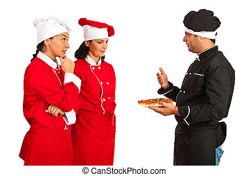 Profesor chef hablando con estudiantes