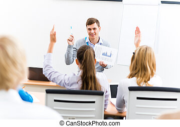 Profesora hablando con estudiantes