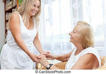 Proporcionando ayuda y cuidado para ancianos
