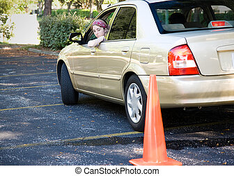 Prueba de conducción adolescente - estacionamiento