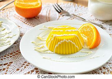 Pudín de natillas con salsa de vainilla y naranja