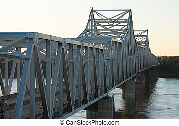 Puente cruzando el río Mississippi