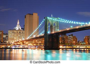 Puente de Brooklyn en Manhattan de Nueva York