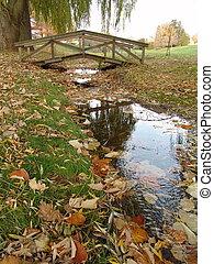 Puente sobre el otoño