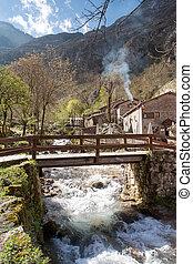 Puente sobre el río en Bulnes