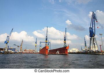 Puerto de Hamburgo en el río Elbe, el puerto más grande de Alemania