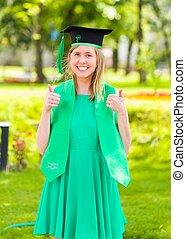 Pulgares arriba para la graduación
