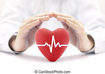 Pulso cardíaco cubierto de manos. El concepto de seguro de salud