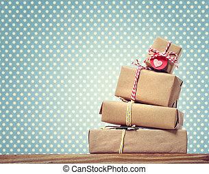 puntos, regalo, hechaa mano, encima, polca, cajas, plano de fondo