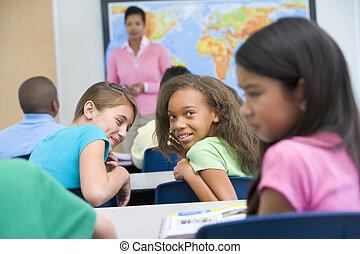 Pupila siendo intimidada en la escuela primaria