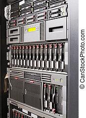 Rack monta servidores