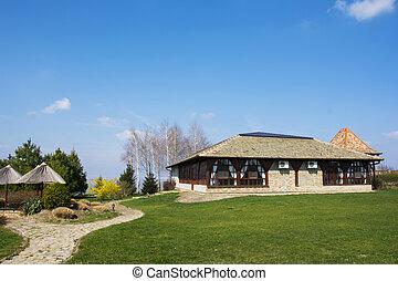 Rancho en un campo con hermosa naturaleza alrededor