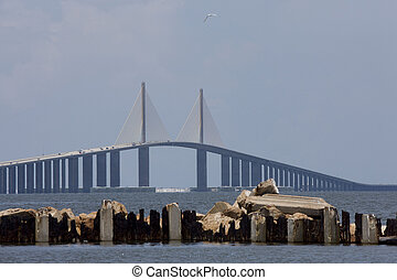 Rayo de Sol en el puente Tampa Bay Florida