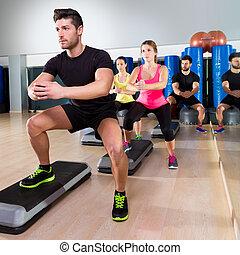 rechoncho, grupo, baile, gimnasio, paso, condición física, cardio
