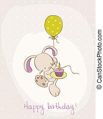 Recibiendo tarjeta de cumpleaños con lindo conejito