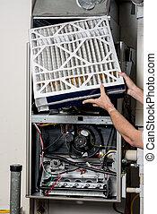 Reemplazando un filtro para un horno con la cubierta apagada