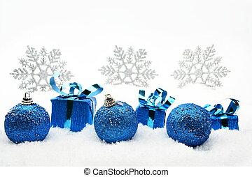 Regalos de Navidad azul y balbuceos con copos de nieve
