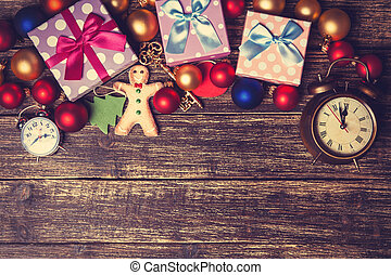 Regalos de Navidad en una mesa.