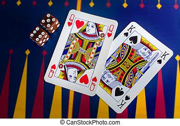 Reina y rey toman cartas