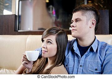 Relajarse en el café