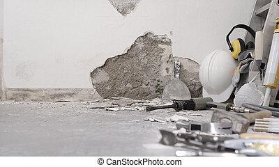 renovación, casco, yeso, plano de fondo, pared, protector, herramientas, demolición, escombro, trabajo, blanco, auriculares, anteojos, copia, concepto, escalera, casa, espacio, construcción