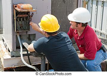 Reparando el aire acondicionado industrial