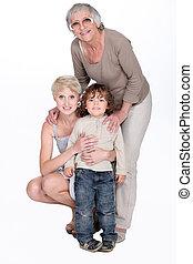 Retrato de abuela con hija y nieto