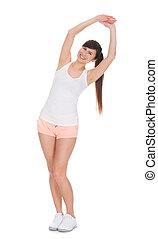 Retrato de bella mujer haciendo ejercicio de estiramiento