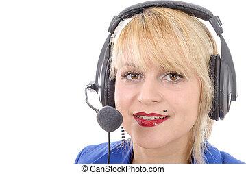 Retrato de feliz joven presentador de radio