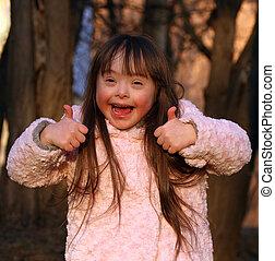 Retrato de hermosa chica feliz