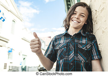 Retrato de joven adolescente sonriente