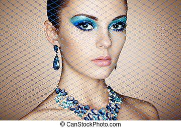 Retrato de joven hermosa mujer de cerca