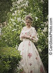 Retrato de la chica en arbustos en flor 2844.