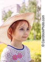 Retrato de niñita al aire libre