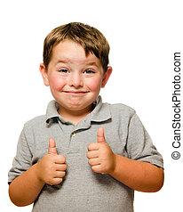 Retrato de niño confiado mostrando pulgares aislados un blanco