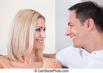 Retrato de pareja feliz