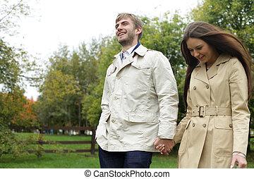 Retrato de pareja romántica en Park