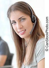 Retrato de servicio al cliente con auriculares