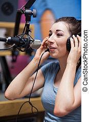 Retrato de un anfitrión de radio