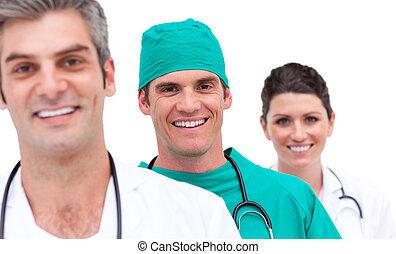 Retrato de un equipo médico alegre
