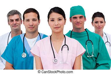 Retrato de un equipo médico asertivo