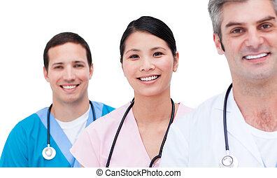 Retrato de un equipo médico positivo