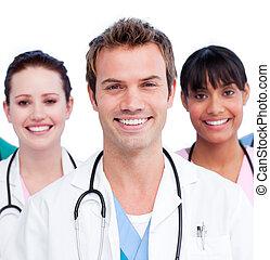 Retrato de un equipo médico positivo contra un fondo blanco