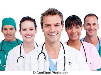 Retrato de un equipo médico sonriente