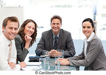Retrato de un equipo positivo