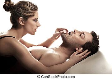 Retrato de un feliz casado en la escena íntima
