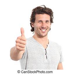 Retrato de un hombre atractivo con pulgar hacia arriba