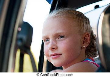 Retrato de una chica en el coche