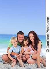 Retrato de una familia en la playa